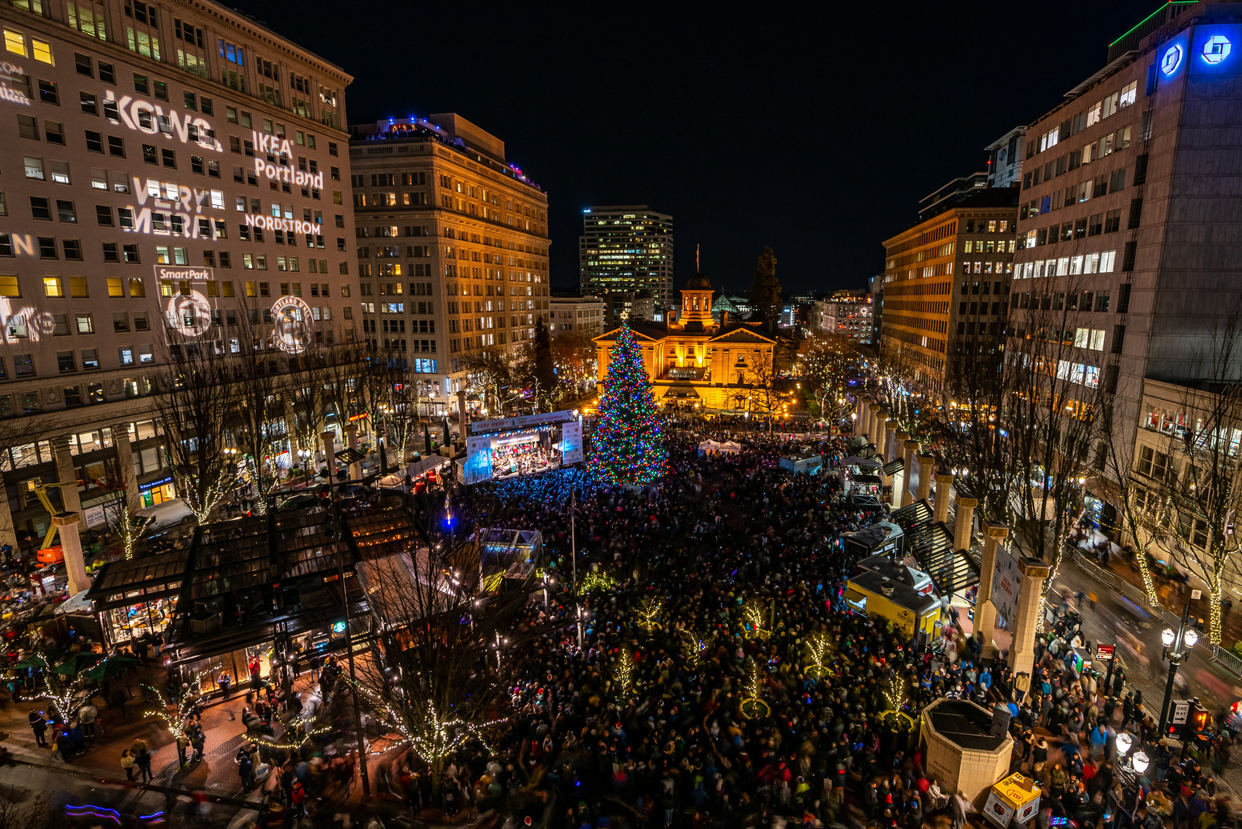 20,000 Community Members Celebrate the 35th Annual Tree Lighting Ceremony!